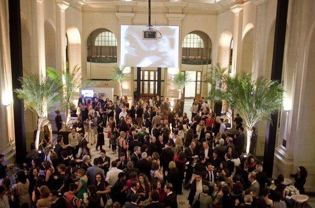 Convidados participam de um coquetel na Sala São Paulo, antes da cerimônia de premiação dos Educadores Nota 10