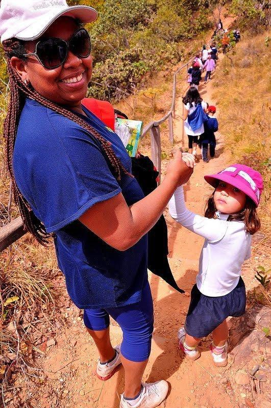 A professora Hildelane Ramos em uma saída a campo com os alunos em Brasília