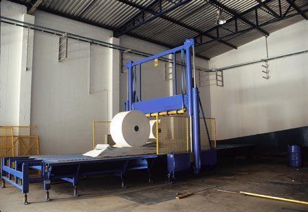 Máquina utilizada pela Tetra Pak para cortar papel reciclado. Foto: Gladstone Campos/Veja