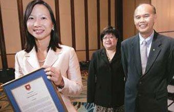 POLÍTICA PÚBLICA Governo incentiva diretoras iniciantes, como Wei-Li Liew (à esquerda), a buscar mentores. Foto: Ng Sor Luan/ Sph - The Straits Times