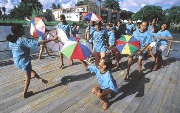 Adriana usa o frevoem aula no Recife: valorizar a cultura regional sem medo de se divertir
