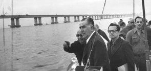 O presidente general Emilio Medici na inauguração da Ponte Rio-Niterói