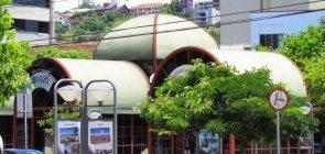 Quiosque da Rua do Comércio em Concórdia, SC. Localizado no Calçadão, próximo a praça Dogello Goss, possui uma choperia, café, uma banca de revistas, artesanato da ONG Queimados Vivo, o Águas do Alto Uruguai Convention & Visitors Bureau e o Centro de Info