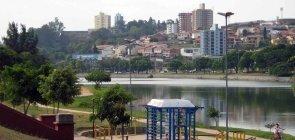 Foto do Lago do Taboão, cartão postal da cidade