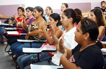 Professores de escolas indígenas de Dourados aprendem como se comunicar em libras. Foto: Aparecido Frota