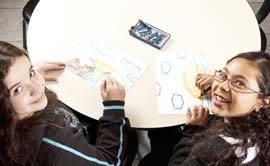CRIAÇÃO PESSOAL Trabalhos de autoria auxiliam o aluno a expor suas ideias e percepções por meio da arte