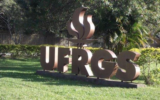 Fachada do campus da Universidade Federal do Rio Grande do Sul (UFRGS)