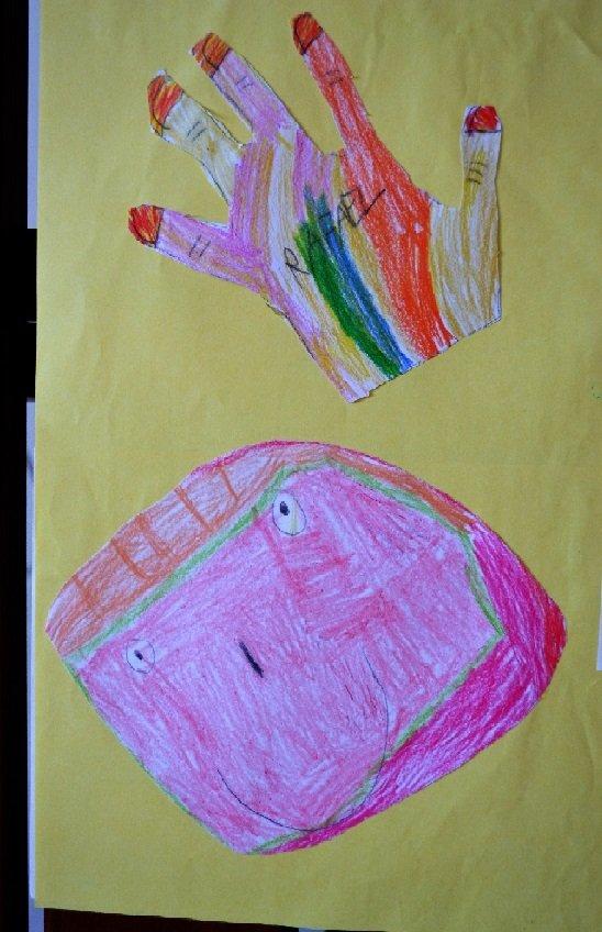 Portfólio como instrumento de avaliação a fotografia da turma_ desenho de alunos em cartolina _ foto mara mansani