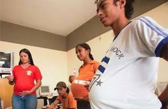 OFICINA DA VIDA Jogos ajudam jovens de Jacupiranga a saber as conseqüências de uma gravidez indesejada. Foto: Tatiana Cardeal