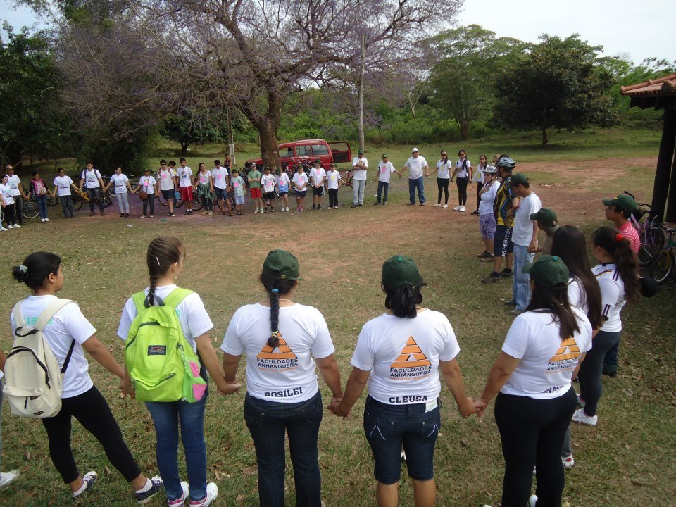 A professora Patrícia Ortelhado educando seus alunos para a sustentabilidade