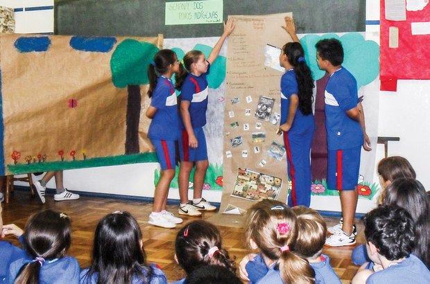 <em>Cada grupo estudou e apresentou aos colegas de classe uma etnia: caingangue, guarani e tupiniquim.</em> Arquivo pessoal/Cristiele Terhorst