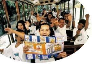 A escola pega o bonde: estudantes da rede pública em Santa Teresa produzem livro sobre um dos últimos bondes em operação no país. Foto: André Valentin