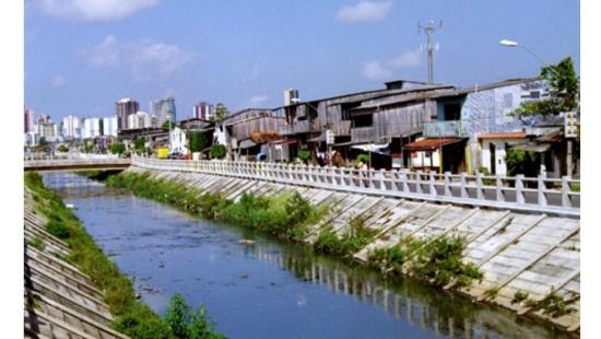 A complexa relação entre a cidade e seus rios
