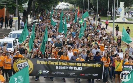 manifestação de professores em Campo Grande
