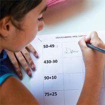 Os alunos classificam cálculos em fácil ou difícil e explicam o porque, revelando o que sabem e suas estratégias de resolução. Foto Marina Piedade/Ilustração Clouds 4 Sale
