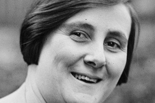 A bióloga Bertha Lutz é a principal articuladora do período em que as mulheres brasileiras conquistaram o direito ao voto, em 1932. A filha do cientista Adolfo Lutz foi uma das idealizadoras do Partido Republicano Feminino. No poder, trabalhou para mudar a legislação trabalhista no que dizia respeito ao trabalho feminino e infantil.