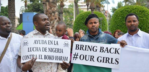 Protesto na Espanha pede a liberação de um grupo de meninas sequestradas pelo Boko Haram. A ação foi uma das mais conhecidas da milícia islâmica