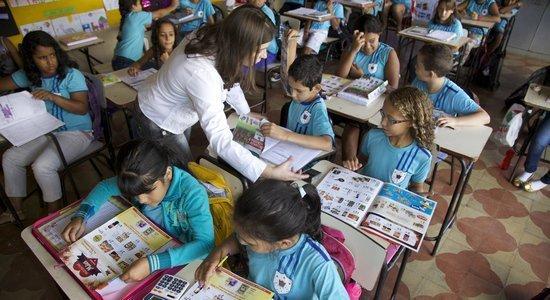 As anotações feitas pelos alunos revelam as práticas de ensino dos docentes em um determinado tempo e são bons indícios de como andam as aprendizagens dos alunos (Foto: Manuela Novais)