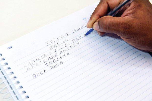 Uma das atividades para refletir sobre a segmentação foi a escrita de bilhetes. Valter Pontes