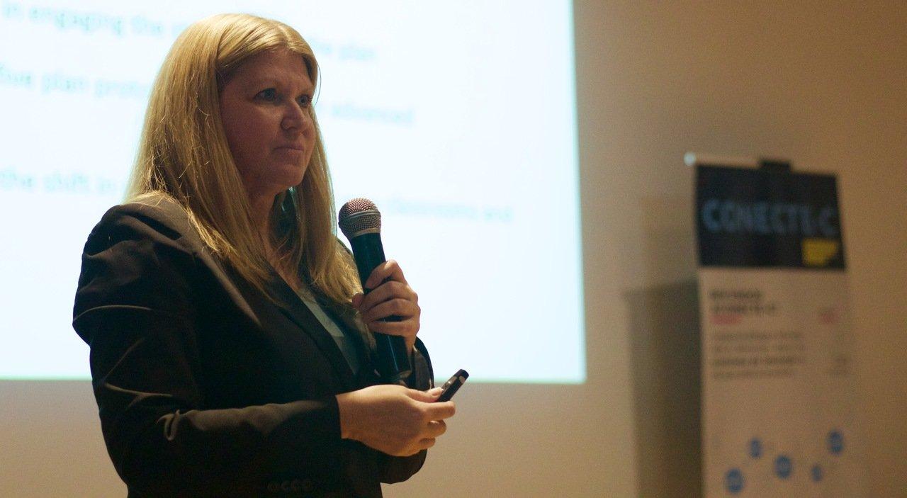 A especialista em Educação norte-americana Lisa Duty durante palestra em São Paulo
