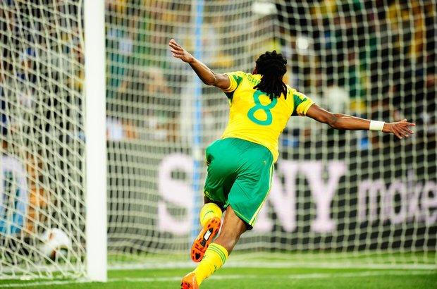 Às vezes, é necessário mais de um clique para conseguir a foto perfeita. Foi assim nesta comemoração do jogador da África do Sul na Copa do Mundo de 2010. Esta foto foi escolhida entre várias outras. É importante abrir mão das imagens que não atingiram o resultado esperado. Foto: Alexandre Battibugli