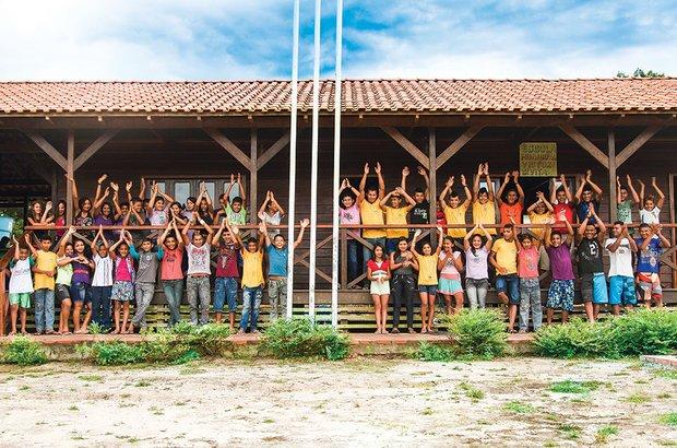 Na EM Victor Civita, em Novo Aripuanã, as turmas dos anos finais do Ensino Fundamental <i>(na foto)</i> e da EJA se alternam e ficam 15 dias direto na escola. O transporte diário dos alunos, que vêm de comunidades do Rio Mariepaua, é inviável. Foto: Manuela Novais
