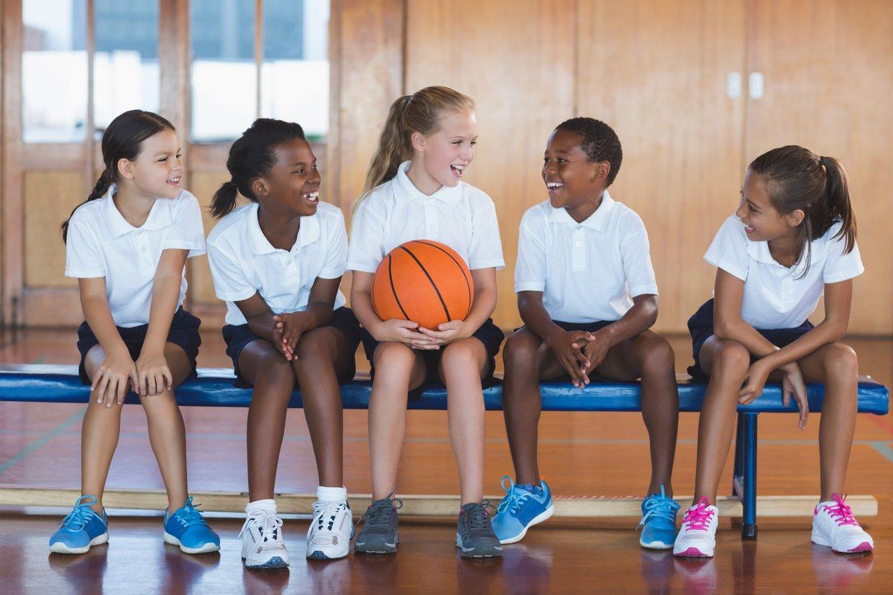 Crianças na educação física