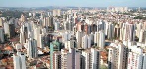 Prédios dominam a vista aérea da cidade de Ribeirão Preto, em São Paulo