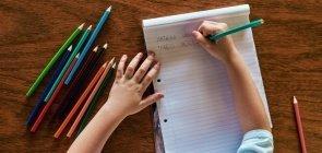 Brincadeiras com papel e lápis que rendem muita aprendizagem
