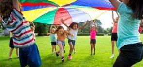 A diferença entre o brincar na Educação Infantil e no ambiente familiar