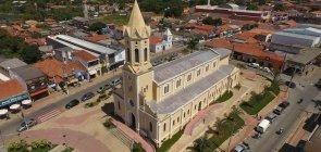 Foto aérea da região central de Araçoiaba da Serra