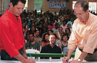 FUTURO EM PAUTA Gidu (à esq.) e Nascimento assinam embaixo dos pedidos da comunidade Foto: Edson Ruiz