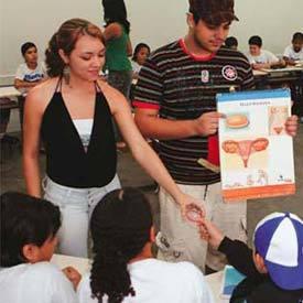 JOVENS EM AÇÃO Em Santa Bárbara dOeste, os próprios adolescentes trabalham o tema com os colegas. Foto: Marcos Rosa