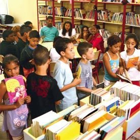 RECEITA QUE DEU CERTO Com a equipe motivada e um projeto bem montado, a escola investiu em um espaço de leitura. Foto: Marcos Rosa
