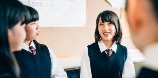Alunas em sala de aula de escola no Japão