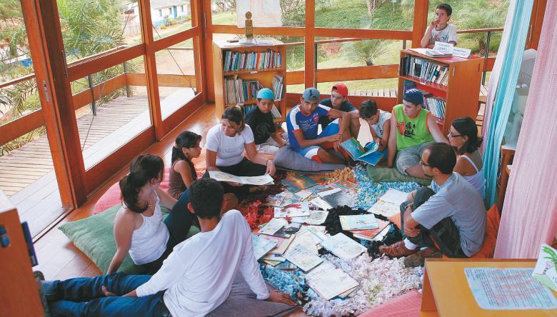 Cantinho da Leitura no Centro Educacional Kaffehuset Friele, em Poços de Caldas, MG: 400 crianças atendidas e 2 mil títulos no acervo. Foto: Marcos Rosa