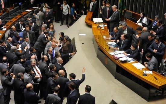 Sessão extraordinária da Câmara dos Deputados para discussão e votação de diversos projetos no dia 13/12/2016