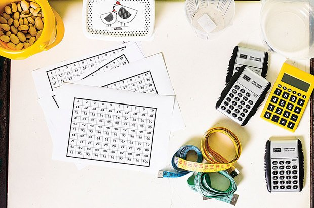 Reúna calculadoras, medidores, materiais de contagem e régua. Sugira que utilizem-nos de acordo com a tarefa.