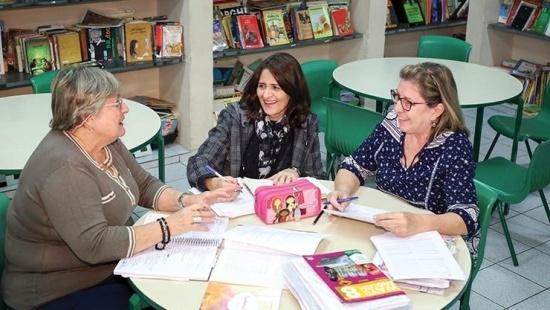 Conheça uma escola que tem professores polivalentes até o fim do Fundamental 2