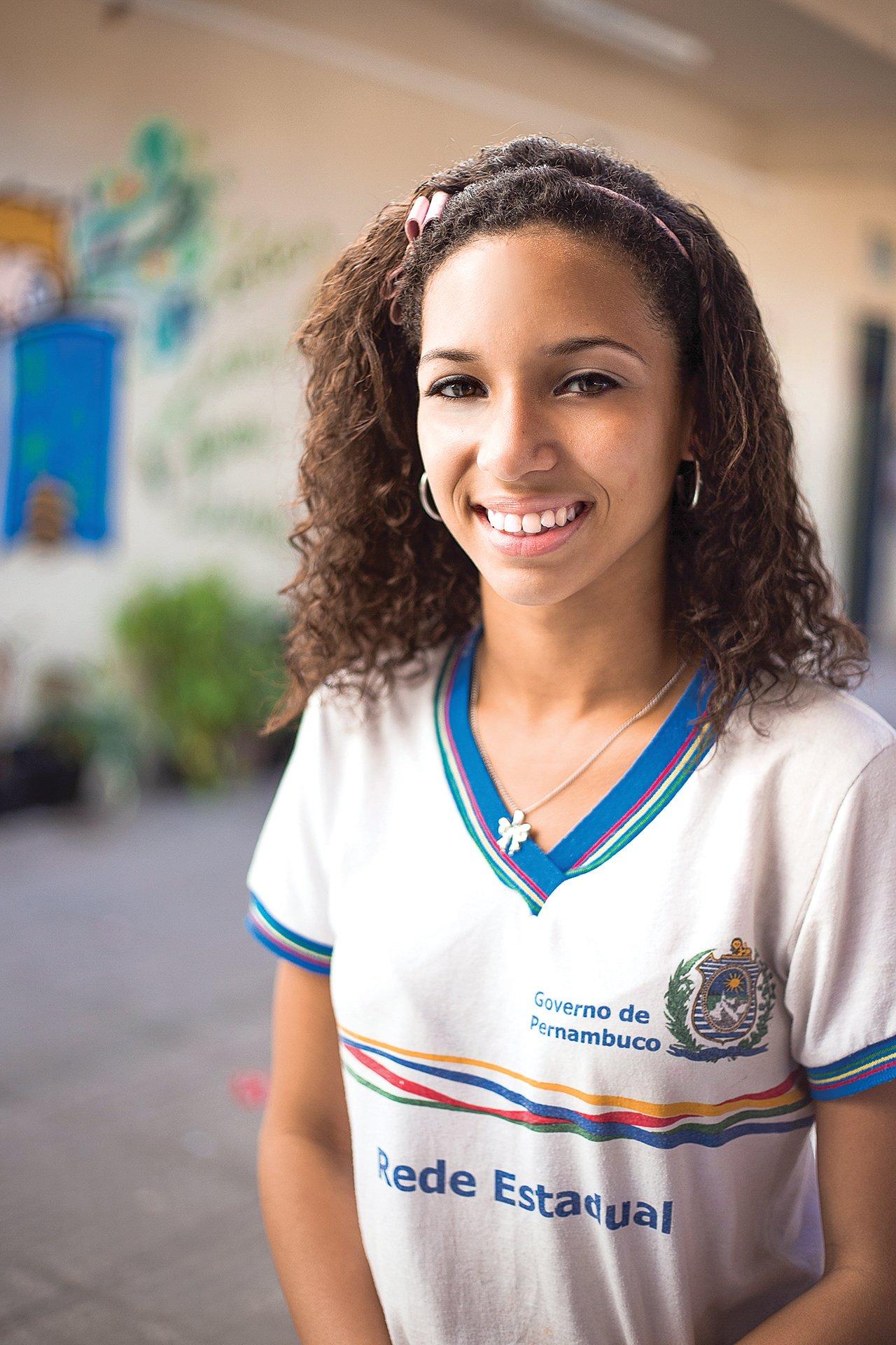 Retrato de Larissa Aline Maciel da Silva, 14 anos, aluna da 8ª série (Crédito: Raoni Maddalena)