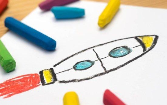Desenho de foguete com giz de cera