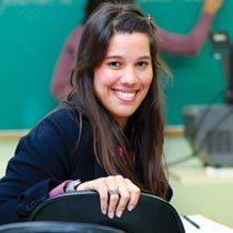 Raissa cursa especialização em Educação na UFJF e é educadora da Escola Infantil Hermann Gmeiner. Foto: Fernando Príamo