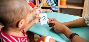 Crianças do Ensino Infantil aprendem matemática com jogos