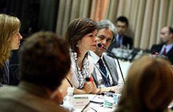 Dorinha enfatizou a ncessidade de se compartilhar responsabilidades para atingir metas na Educação. Fotos: Kriz Knack