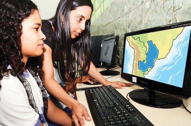 Sob a orientação da docente, os estudantes pesquisaram sobre o Aquífero Guarani. Foto Marco Monteiro. Ilustração Raphael Salimena