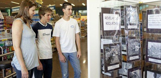 Ampliadas as fotos, a exposição foi montada em um supermercado de Dois Córregos e foi aberta à população. Algumas produções você confere a seguir. Foto: Marina Piedade