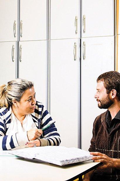 No CIEJA Campo Limpo, coordenadora e professor estão em diálogo constante. Foto: Ramón Vasconcelos