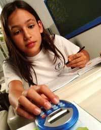 Beatriz Calbucci, do Colégio Pentágono: calculadora na mochila. Foto: Daniel Aratangy
