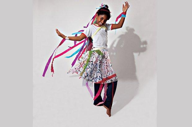 No compasso da dança, Ana Heloísa da Rocha Renato, 9 anos, brinca com luz e sombra. Marcos Rosa