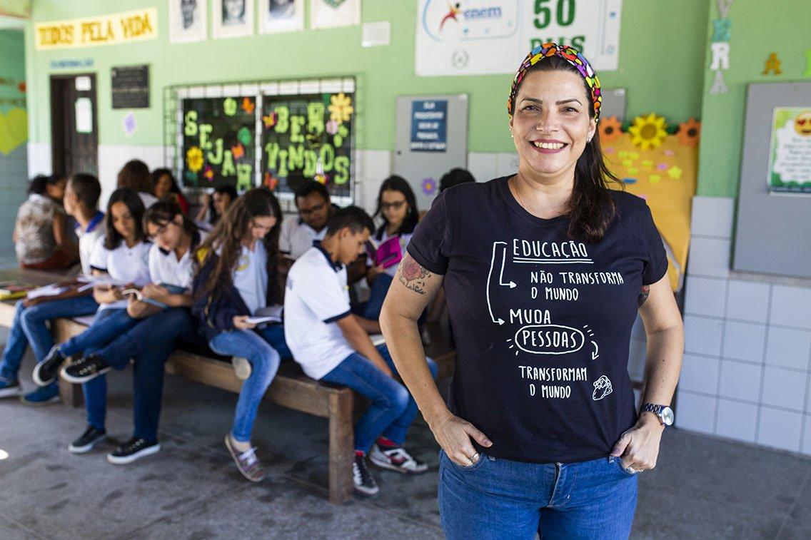 A professora Camile Baccin de Moura e os alunos da EEFM Aloysio Barros Leal